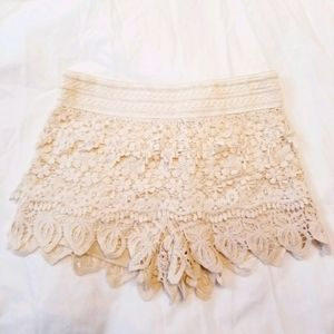 🆕️ Crochet lace cream shorts